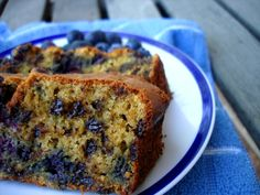 just made this blueberry pumpkin loaf (and muffins with the extra batter!). subbed coconut oil for walnut oil, applesauce for eggs, light agave for honey, cacao nibs for the choc chips and crumbled pumpkin seeds on top. soooooo good