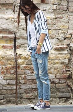 Sneakers outfit: Converse, blue jeans, white tee and striped blazer.