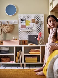 Inspiración dormitorios juveniles Ikea - Nuevo catálogo 2021 - FOTOS Kids Shots, Junior Bed, Personal Storage, Elephant Size, Best Home Interior Design, Affordable Furniture, Wall Storage, Storage Solutions, Cleaning Wipes