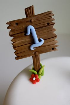 Fondant Wood Post Sign Customize by KimSeeEun on Etsy Fondant Figures, Fondant Cake Toppers, Fondant Icing, Cupcake Cakes, Mini Cakes, Cupcake Toppers, Cake Topper Tutorial, Fondant Tutorial, Cake Decorating Techniques