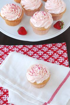Ingredients Cake 2 cups fresh and ripe strawberries, washed, stemmed and hulled 2 cups cake flour 1 cups sugar 3 tsps baking pow. 12 Cupcakes, Cheesecake Cupcakes, Strawberry Cupcakes, Yummy Cupcakes, Cupcake Cakes, Amazing Cupcakes, Valentine Desserts, Summer Desserts, Just Desserts