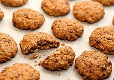 Cookies saudável   |||   5 bananas  8 colheres (sopa) de aveia  1 colher (sopa) de chia  canela em pó a gosto  Esmague as bananas, misture comaaveia e a chia.Forme bolinhas com as mãos e coloque na forma untada e polvilhe canela em pó.Leve ao forno por +- 30 min. O cookie fica macio e muito gostoso!