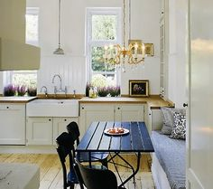 old fashioned sink and great idea for breakfast nook