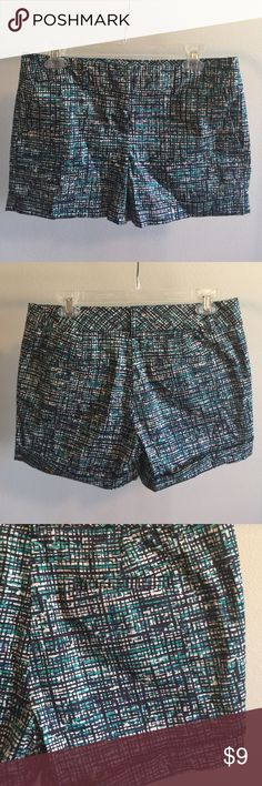 Daisy Fuentes / Kohl's Patterned Shorts size 4 Daisy Fuentes (from Kohl's) patterned shorts. Worn once. Size 4. Approximately 4 inch inseam Shorts