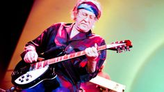 Paul Kantner, a founding member of Jefferson Airplane, died Thursday of multiple organ failure, his publicist told the San Francisco Chronicle. He was 74. Kentner had suffered a heart attack earlier in the week. He had also suffered a heart attack in March 2015.