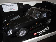 Bertone Modelli Umbau: Ferrari 250TTO,1962,schwarz,1:18,Basis:Bburago,limitiert Bertone Modelli Umbau Ferrari 250 GTO 1962 mit Kebezertifikat limitiert: 24/100 Stück weltweit alles zum öffnen Maßstab: 1:18Farbe: schwarz Basismodell: Bburago