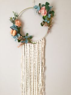 Beautiful Floral Wall Hanging Dream Catcher DIY tutorial – perfect for a nursery - Diy Excellent DIY tips are offered on our web pages. Have a look and you wont be sorry you did. Read information on home decoration tips life aClick the link to read What Dream Catcher Nursery, Dream Catcher Boho, Dream Catchers, Bohemian Bedroom Design, Bohemian Decor, Bohemian Interior, Deco Floral, Floral Wall, Diy And Crafts