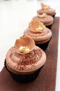Christophe Michalak : Cupcake Banane, Chocolat au lait, Tonka by nathaliehappy Dessert Cake Recipes, Cookie Desserts, Cupcake Recipes, Banana Cupcakes, Cheesecake Cupcakes, Mini Cakes, Cupcake Cakes, Cup Cakes, Jars