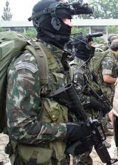 Forças Especiais (Brazil) Military Gear, Military Police, Police Officer, Special Ops, Special Forces, Academia Militar, Man Of War, Military Pictures, War Photography