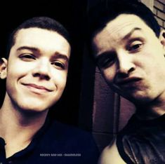 Cameron Monaghan as Ian *Gallagher and Noel Fisher as Mickey* Milkovich from Shameless Watch Shameless, Shameless Mickey And Ian, Shameless Tv Show, Ian And Mickey, Gay Couple, Best Couple, Noel Fisher, Cameron Monaghan, Wattpad