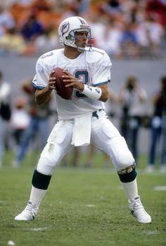 Quarterback Dan Marino of the Miami Dolphins ..