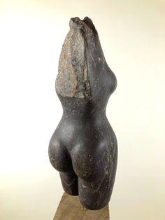 """""""Mudiwa"""": Stein Skulptur aus Serpentin, Simbabwe. Erstellt im Frühjahr / Sommer 2019. Komplett manuell erstellt. Gewachst. Weitere Skulpturen aus Holz und Stein des Bildhauers aus Köln, z.T. vergoldet mit 24 Karat Blattgold sind auf meiner website zu sehen."""