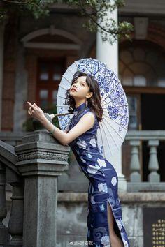 Cheongsam, Hanfu, Chinese Gown, Chinese Art, Fashion Poses, China, Traditional Dresses, Asian Girl, Asian Ladies