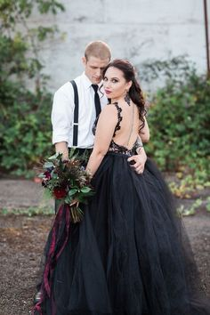 30 Romantic Flower Bouquet Ideas For Halloween Wedding Theme