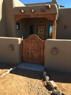 Spanish style homes – Mediterranean Home Decor Southwestern Home Decor, Southwest Style, Spanish Style Homes, Spanish House, Spanish Revival, Spanish Colonial, Earthship Home, Mud House, New Mexico Homes