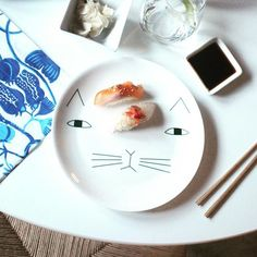 Lunchtime with Mog! @lilli_and_belli x http://www.donnawilson.com/product/ceramics/mog-plate