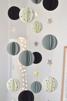 Origami diy decoration mobiles 37 ideas for 2019 Origami Diy, Origami Mobile, Navidad Diy, Diy Garland, Paper Garlands, Paper Decorations, Paper Ornaments, Diy Weihnachten, Diy Room Decor