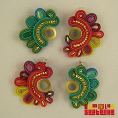 Pendientes de botón - PLUME WATER SUTASZ - hecho a mano por DemolkaSoutache Paper Quilling Earrings, Soutache Earrings, Diy Jewelry, Fabric Jewelry, Jewellery, Shibori, Aztec Designs, Crazy Colour, Small Earrings
