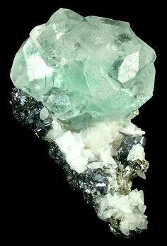 Fluorite (spinel-twinned) with Galena and Calcite from Gibralter Mine, Naica, Chihuahua, Mexico Crystals Minerals, Rocks And Minerals, Crystals And Gemstones, Stones And Crystals, Chihuahua Mexico, Mineralogy, Beautiful Rocks, Rocks And Gems, Fossils