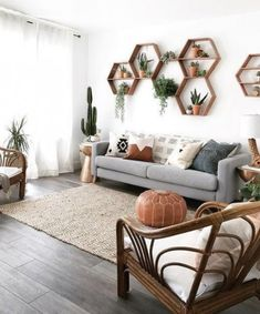 Weve Spent All Day Dreaming About These 8 Living Room Wall Decor Ideas (Dont Jud. - Interior decoration - Weve Spent All Day Dreaming About These 8 Living Room Wall Decor Ideas (Dont Judge) - Living Pequeños, Home And Living, Simple Living, Living Area, Home Design, Design Ideas, Design Art, Flat Design, Home Furniture