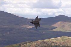 Caças F-22 são vistos em Mach Loop pela primeira vez