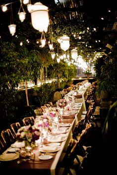Who says you can't have an outdoorsy-looking garden wedding in Manhattan?  Gramercy Park Hotel