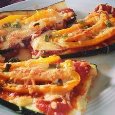 Zucchini pizza! Instagram @mayjunejulia Click for Recipe!