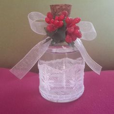Pıtırcıklı Lavanta Şişesi kına gecesi yada düğün gecenizde konuklarınıza hoş bir hediye olacak. İçerisinde lavanta kolonyası bulunmaktadır. Mantar kapaklıdır ve güpür süslemelidir.
