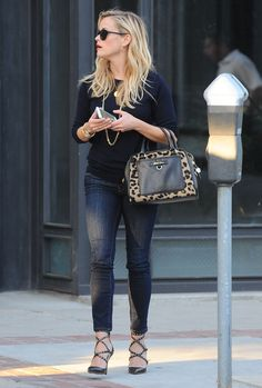 Reese Witherspoon In Draper James jeans with Draper James bag and Valentino sandals - Los Angeles, October 2015