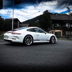 A Nice 911R❤️ #porsche #911r #nice #sportscar #beauty #luxory#luxorylife #luxorylifestyle #luxorycars #germany #germansupercars #new #cool#amazing#cars #carspotting