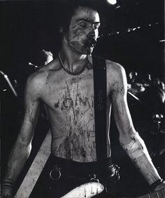 Sid Vicious by Bob Gruen. (Born 10 May 1957, died 2 February 1979, age 21.)