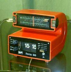 """Klappzahlen-Uhrenradio von GRAETZ Modell """"Form 99"""" - ein umwerfendes Design von 1974/1975! Vintage Design, Retro Design, Retro Vintage, Retro Radios, Inspektor Gadget, Alter Computer, To Do App, Old Technology, Antique Radio"""