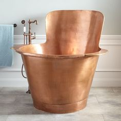 48 Raksha Hammered Copper Japanese Soaking Tub Pamper yourself with a long, luxurious soak in this extra-deep, Japanese style Antique Copper bathtub. Bathroom Flooring, Bathroom Furniture, Bathroom Ideas, Bathroom Organization, Bathtub Ideas, Bathroom Layout, Wood Flooring, Bathroom Interior, Bathroom Inspo