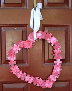 Valentine's day kids craft puzzle wreath | Perfect heart kids craft for the holiday