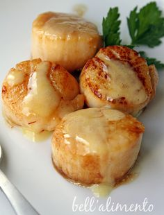 Sea scallops in saffron sauce
