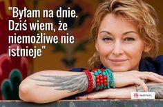 Sporo przeszła. Choroba, chemioterapia, złamany kręgosłup, śmierć przyjaciela. - Te trudne doświadczenia ukształtowały mnie i wzmocniły. Nauczyłam się oddzielać rzeczy ważne od ważniejszych. I pomijać te nieistotne - mówi Martyna Wojciechowska. Poetry Quotes, Words Quotes, Sayings, Travel Quotes, Motto, Inspire Me, Nostalgia, Adventure Travel, Inspirational Quotes