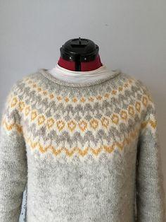 Ravelry: Project Gallery for Riddari pattern by Védís Jónsdóttir Knitting Wool, Fair Isle Knitting, Sweater Knitting Patterns, Hand Knitting, Sweater Design, Grey Sweater, Knit Crochet, Sweaters For Women, Sewing