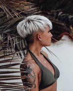 Short Messy Haircuts, Short Hair Undercut, Haircut For Thick Hair, Undercut Hairstyles, Pixie Hairstyles, Short Wedge Hairstyles, Pixie Cut With Undercut, Edgy Pixie Haircuts, Blonde Pixie Haircut