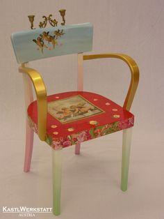 Leuchtersessel - dieser Stuhl hat nicht nur neuen Lack und Decoupagemotive, sondern auch gleich zwei Kerzenhalter bekommen Chair, Furniture, Home Decor, Candle Holders, Armchair, Upcycled Crafts, Recliner, Homemade Home Decor, Home Furnishings