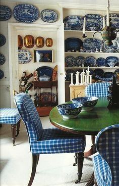 Blue and white dining room -- home owner: Jonathan Vickers -- photo: James Mortimer