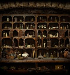 Herbs/herbal medicinal preparations used in Starz Outlander series. This is the interactive apothecary cabinet found on the Starz Outlander website. Bar Medieval, Medieval Times, Witch Cottage, Apothecary Cabinet, Apothecary Decor, Apothecary Bottles, Wine Bottles, Outlander Series, Starz Series