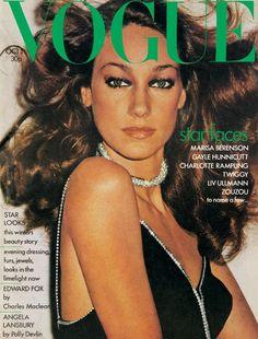 Vogue UK Cover October 1973 - Marisa Berenson by Helmut Newton Capas Vintage Da Vogue, Vogue Vintage, Vintage Vogue Covers, Vintage Fashion, 70s Fashion, Vintage Sewing, Runway Fashion, Fashion Models, High Fashion