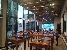 Diseño de locales comerciales para marcas de tecnología – Samsung House – Estudio Moeba Conference Room, Samsung, House, Furniture, Home Decor, Cement Floors, Timber Flooring, Commercial Architecture, Architectural Firm