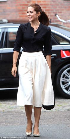Monochrome Mary: The Princess paired her snakeskin stilettos with a full-bodied white skirt and black blouse for an event for her Mary Foundation in August in Copenhagen Princess Marie Of Denmark, Royal Princess, Crown Princess Mary, Aladdin Princess, Princess Aurora, Princess Bubblegum, Princesa Mary, Royal Fashion, Timeless Fashion