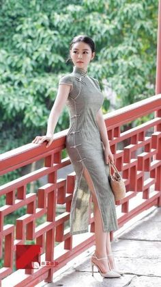 Best 10 Chinese Chèuhngsāam was the original dress style of the Manchurians and was adopted by the Chinese in the Cheongsam Dress, China Fashion, Beautiful Asian Women, Sexy Asian Girls, Traditional Dresses, Asian Woman, Asian Beauty, Girl Fashion, Cantonese Language