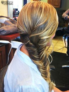 Fishtail braid wedding hair.  Love this! Next door neighbors 12 year old girl showed me how to do this naturally no lesson.Wow