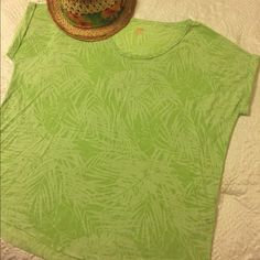Palm leaf print t-shirt Sheer-ish, lime green, palm leaf print t-shirt. I usually wear a size small or medium in t-shirts. This t-shirt is a medium and it doesn't cling to your body giving you a nice relaxed feel. Perfect for a nice day at the boardwalk. 78% polyester, 22% cotton. Joe Fresh Tops Tees - Short Sleeve
