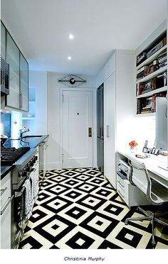 Cozinha P Diamond pattern black and white tile floor in a small New York City apartment galley kitchen. Awesome floor in white kitchen. Like the writing desk in the kitchen too! Floor Design, Home Design, Interior Design, Design Interiors, Interior Ideas, Design Design, Design Ideas, Planchers En Chevrons, White Kitchen Floor
