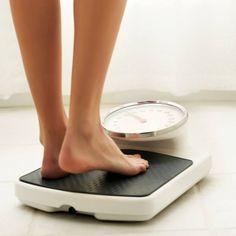 kijken op een weegschaal of je nog een gezond gewicht hebt!