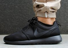 Nike Roshe Run - Triple Black